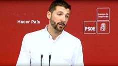 """Omar Anguita presenta el """"plan de rescate juvenil"""" del PSOE."""
