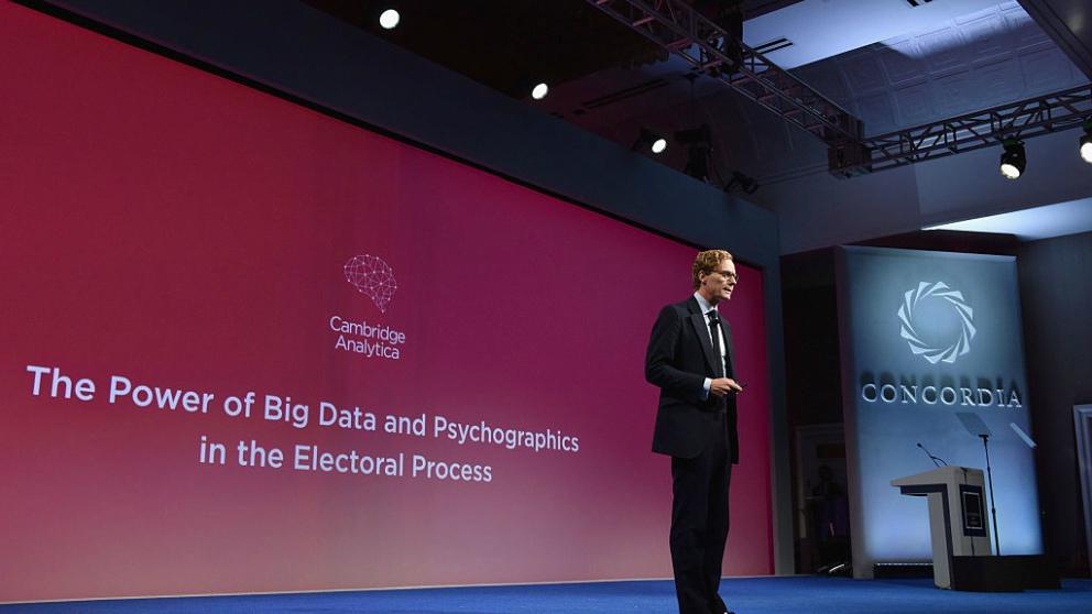El escándalo de Cambridge Analytica y Facebook.