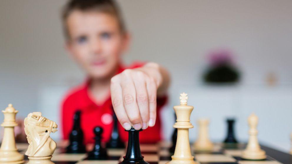 Aprende a realizar las diferentes jugadas de ajedrez que te contamos.