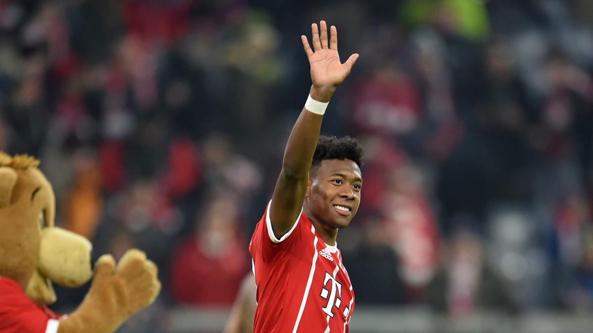 David Alaba saluda a la afición tas un partido del Bayern (Getty).   Champions League