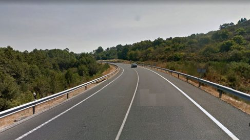 Carretera OU-504 de Cea a Ribadavia, en Orense, donde fue detenido el conductor.