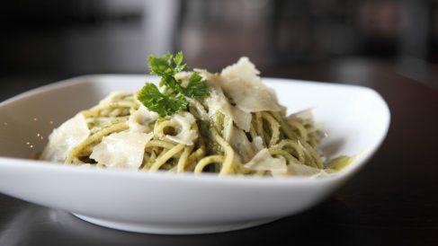 Recetas de espaguetis con gulas fácil, rápida y deliciosa