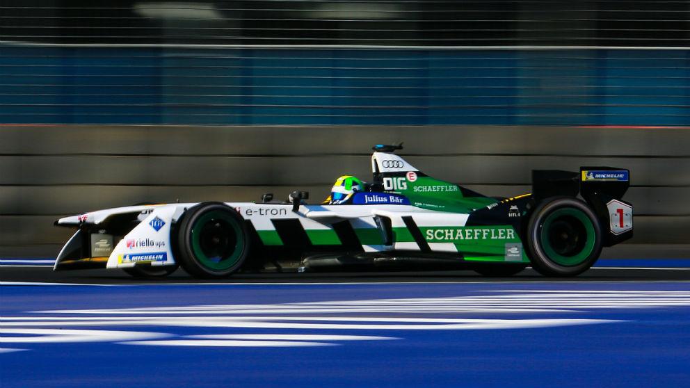 Lucas Di Grassi, piloto de Fórmula E, ha recibido una de las sanciones más surrealistas que se recuerdan en la historia del automovilismo deportivo.