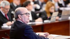 El ex consejero de Presidencia de la Junta de Andalucía Gaspar Zarrías durante su declaración como procesado en el juicio del 'caso ERE'. (EFE)