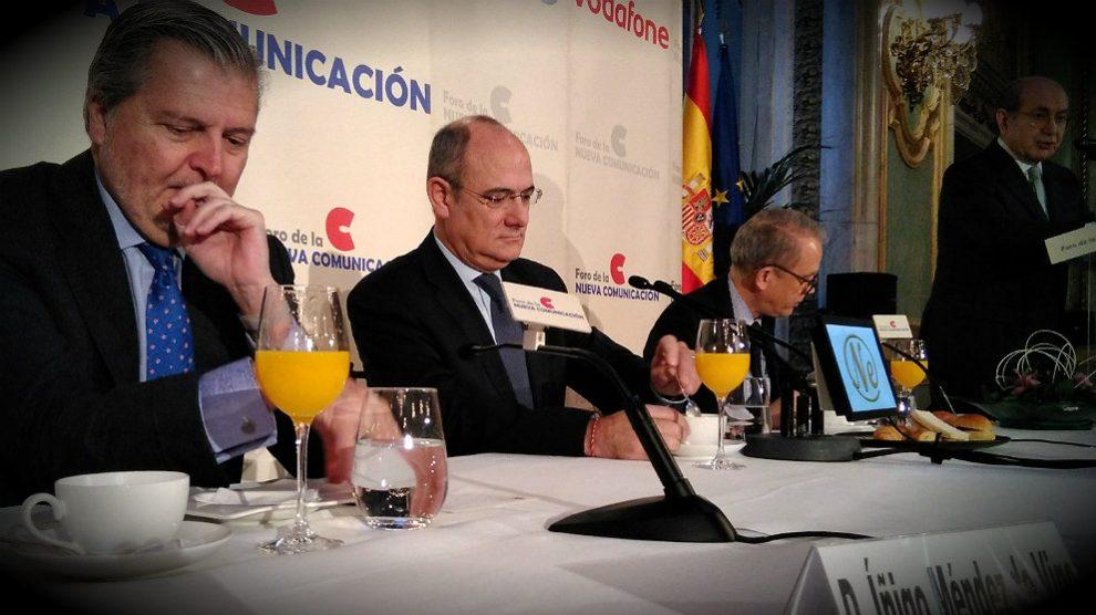Jaume Duch, director de Comunicación y portavoz del Parlamento Europeo, junto al ministro Méndez de Vigo. (ADP)