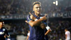 Lautaro Martínez celebrando un gol con Racing de Avellaneda. (Getty)