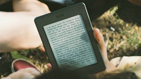 Descubre la lista de los mejores sitios para descargar libros electrónicos gratis.