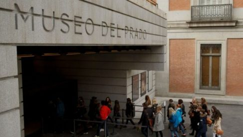 Cola para entrar al Museo del Prado.
