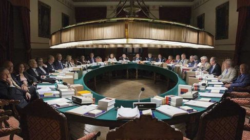 Reunión de los Académicos de la Lengua en la RAE.