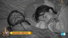 Sofía y Logan duermen juntos en 'Supervivientes 2018' (Imagen: Telecinco).