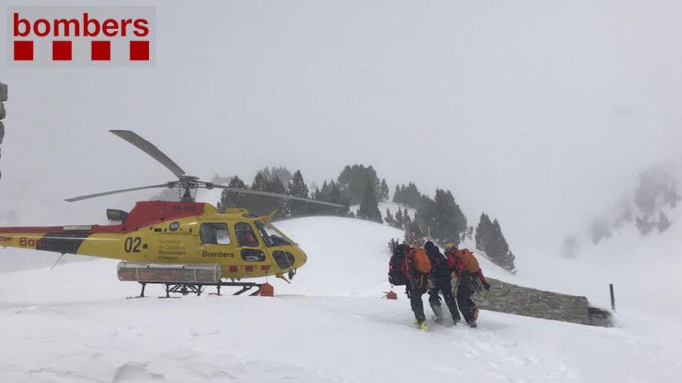 Rescate de la víctima de un alud en el Valle de Arán.(Foto: Bomberos de Cataluña)
