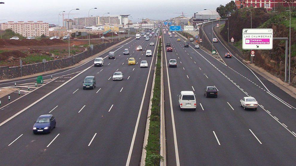 La DGT va a empezar a vigilar seriamente a aquellos conductores que circulen por decreto por el carril izquierdo, lo que puede derivar en una importante multa económica.