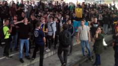 Miembros de los CDR cortan una estación de tren en Gerona.