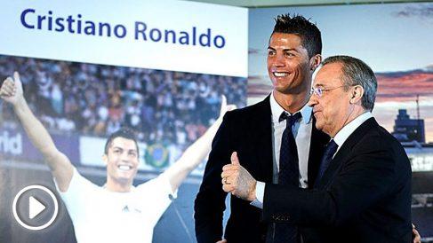 Cristiano Ronaldo, junto a Florentino Pérez en el palco del Bernabéu el día de su renovación. (Getty)