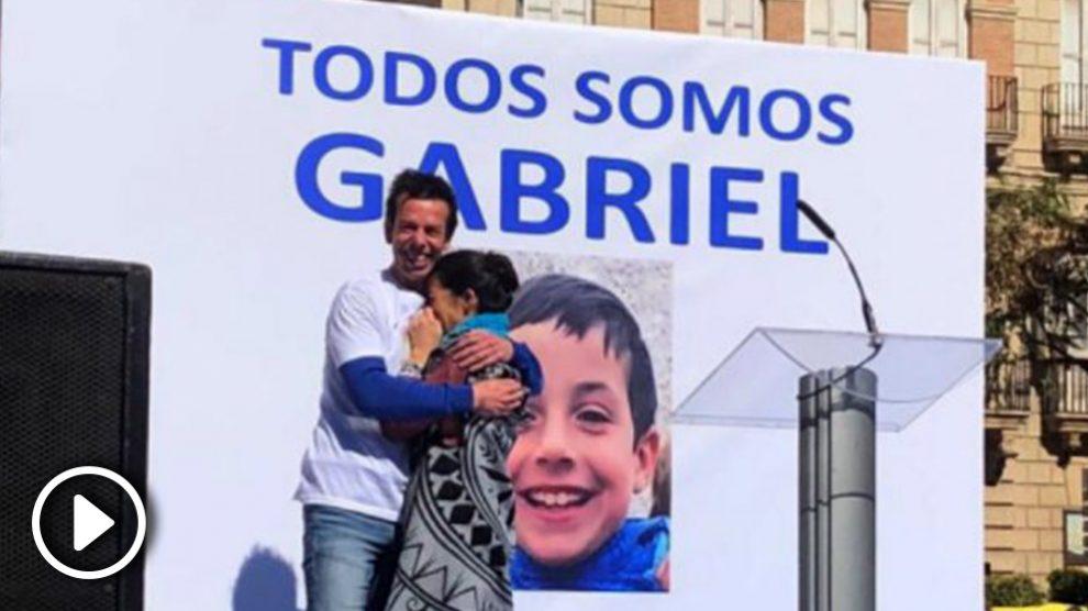 Los padres de Gabriel Cruz, el niño desaparecido en Níjar, en la concentración de Almería.