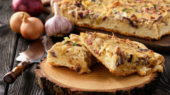 Quiche de jamón, queso y champiñones