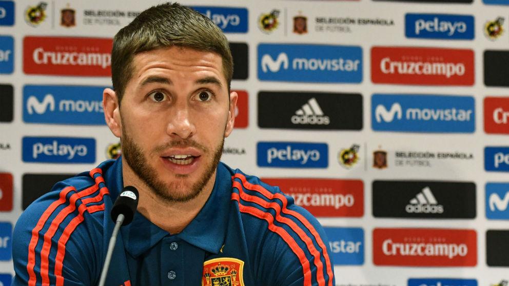 Sergio Ramos, durante la rueda de prensa con la Selección. (AFP)