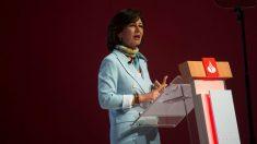 La presidenta del Banco Santander, Ana Botín, durante su intervención en la Junta General Ordinaria de Accionistas 2018 celebrada en la capital cántabra. (Foto: EFE/Pedro Puente Hoyos)