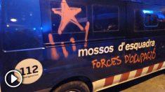 Pintadas en las furgonetas de los mossos en las manifestaciones de Barcelona este viernes