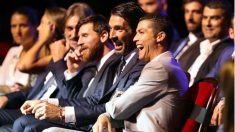 Cristiano, Messi y buffon durante la entrega del premio The Best. (AFP)