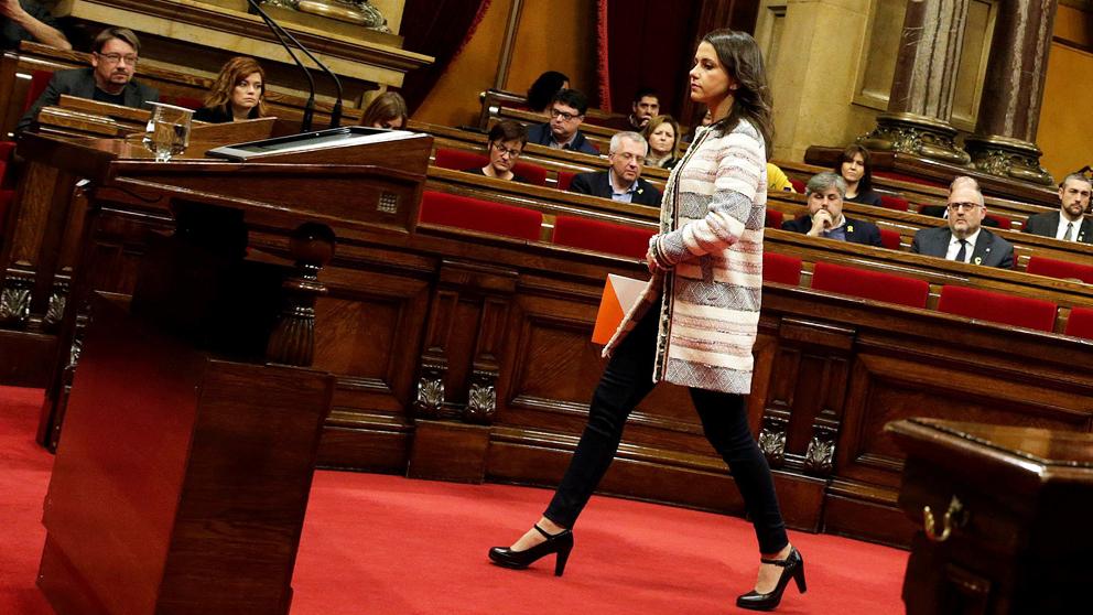 Inés Arrimadas, líder de Ciudadanos en Cataluña, en el Parlament. (Foto: EFE)