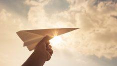 Aprende cómo hacer un avión de papel paso a paso.