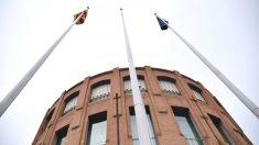 Los independentistas han retirado la bandera española de los mástiles de la sede de la Subdelegación del Gobierno en Gerona.
