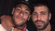 """Piqué y su famoso """"se queda"""" con Neymar. (Twitter)"""