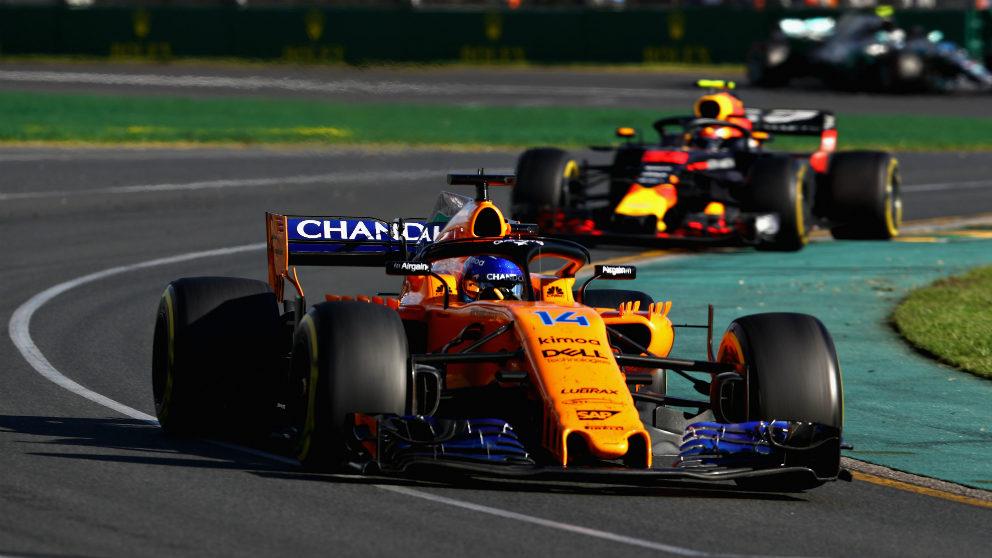 Fernando Alonso y Max Verstappen en el GP de Australia. (Getty)