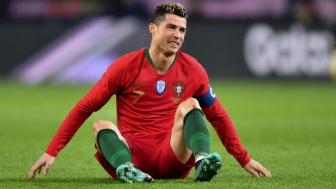 Cristiano Ronaldo se lamenta durante el Portugal – Holanda. (AFP)