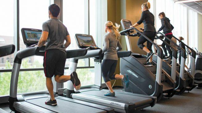 maquinas de gimnasio para brazos y piernas