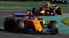 Fernando Alonso temió por unos momentos que Max Verstappen le estuviese tendiendo una trampa cuando le indicaba que le pasara bajo periodo de Safety Car. (Getty)