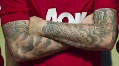 Un jugador con tatuajes en los brazos. (Getty)