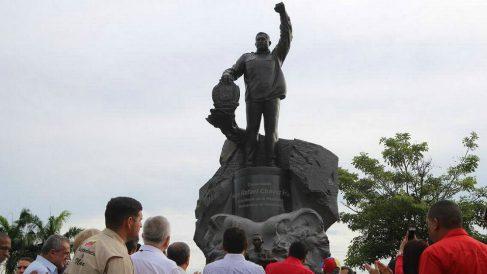 Estatua en homenaje al dictador Hugo Chávez regalada por Vladimir Putin e instalada en su ciudad natal de Sabaneta de Barinas.
