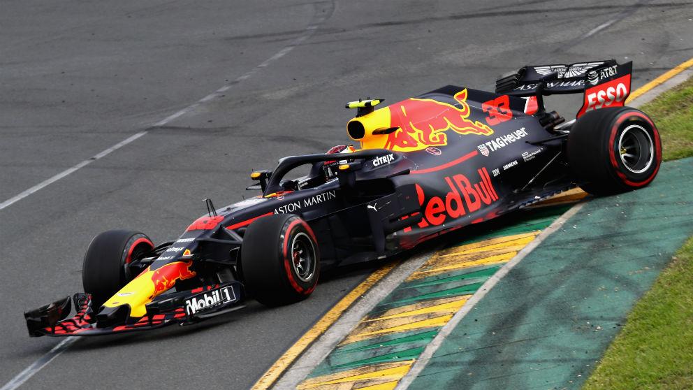 El exceso de fogosidad que mostró Max Verstappen en los primeros compases del Gran Premio de Australia de Fórmula 1 le llevó a cometer un error que dañó su Red Bull, comprometiendo su rendimiento. (Getty)
