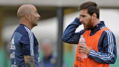 Messi y Sampaoli durante un entrenamiento de Argentina. (AFP)