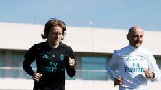 Modric junto a Pintus en el entrenamiento de este lunes. (www.realmadrid.com)