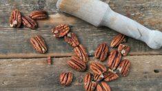 Las pecanas son similares a las nueces comunes pero más alargadas.
