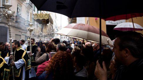 Lluvias al inicio de la Semana Santa en Málaga. (Foto: EFE)