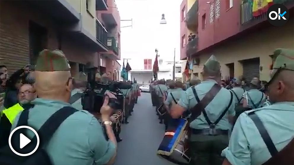 Protestas en Palafolls contra la presencia de la legión en la procesión del Jueves Santo.