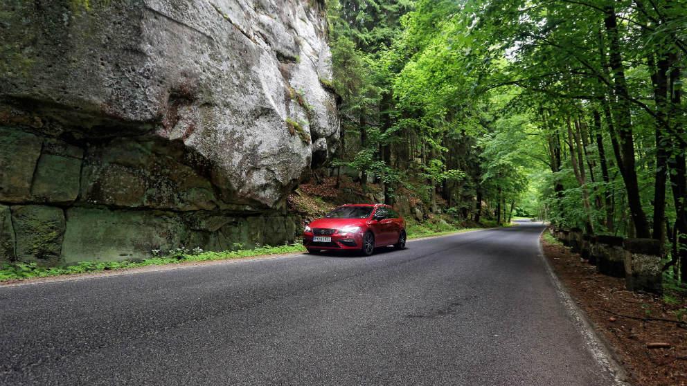 Perderse con el coche puede llegar a ser una de las mejores experiencias y más si lo haces por una de estas 5 espectaculares rutas europeas.