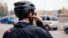 ¿Sabías que pueden ponerte multas por colocar un cartel de 'Se vende' en tu coche o por circular en bicicleta con los auriculares puestos?