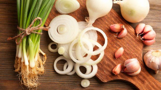 Remedios naturales para eliminar el aliento a ajo y cebolla