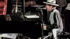 Bob Dylan en uno de los conciertos de la gira que realizó en 2017. Foto: Twitter