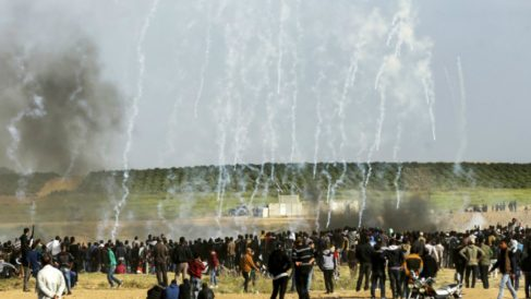 Disturbios en la Franja de Gaza entre palestinos e israelíes que terminaron con 16 palestinos muertos y más de 1.000 heridos. Foto: AFP