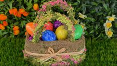 Una cesta llena de huevos de Pascua
