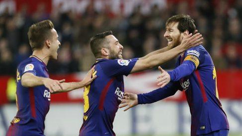 Los jugadores del Barcelona celebran el gol con Messi. (EFE)
