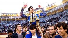 Álvaro Lorenzo sale a hombros este domingo en Las Ventas (Foto: Efe).