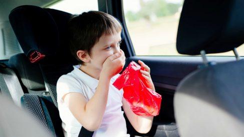 Los niños y los adolescentes son más propensos a sufrir mareos.