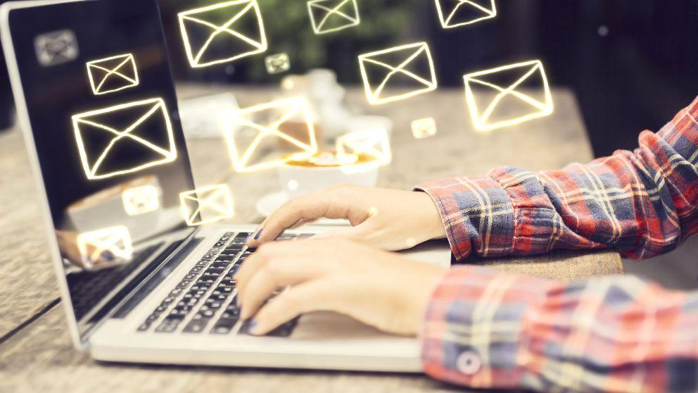 Aprende a desbloquear una cuenta hotmail y a los contactos bloqueados.